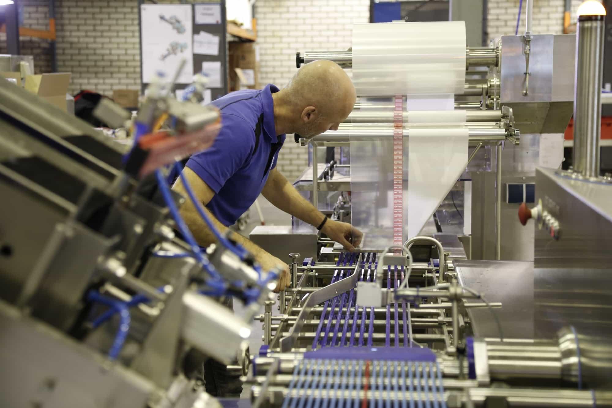 Hersluitbare verpakkingen op een Omori Europe verpakkingsmachine
